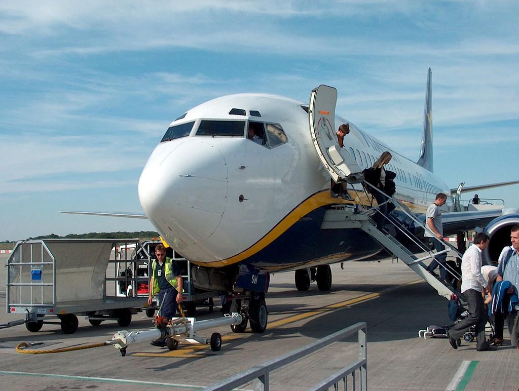 ryanair-boeing-off-boarding