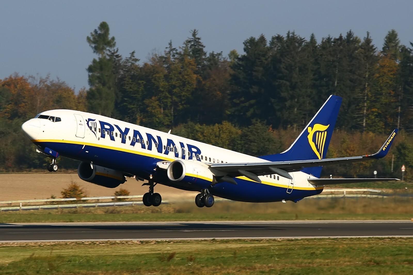cae76396ff795 S účinnosťou od 1. novembra 2017 15. januára 2018 mení írska letecká  spoločnosť Ryanair pravidlá týkajúce sa prepravy príručnej a zapísanej  batožiny.