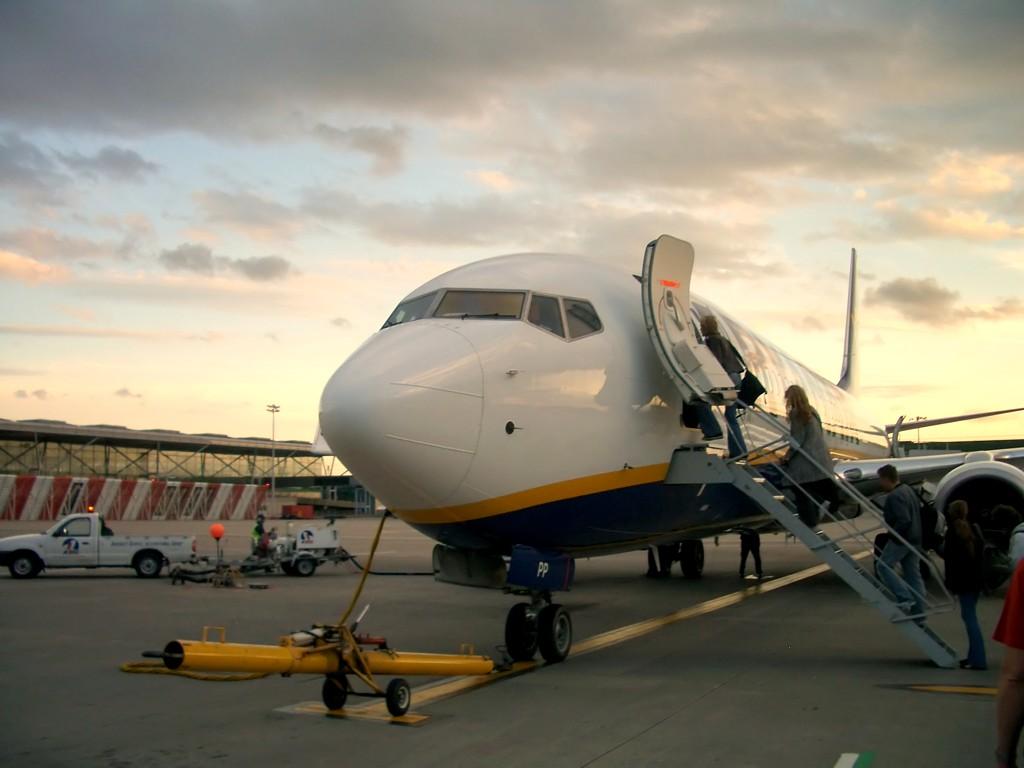 ryanair-boeing-737-dawn