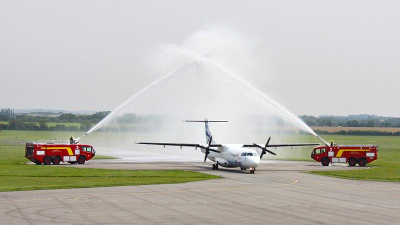 Krst nového lietadla ATR na letisku v Cambridgi
