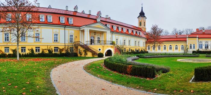 Chateau Béla, Belá