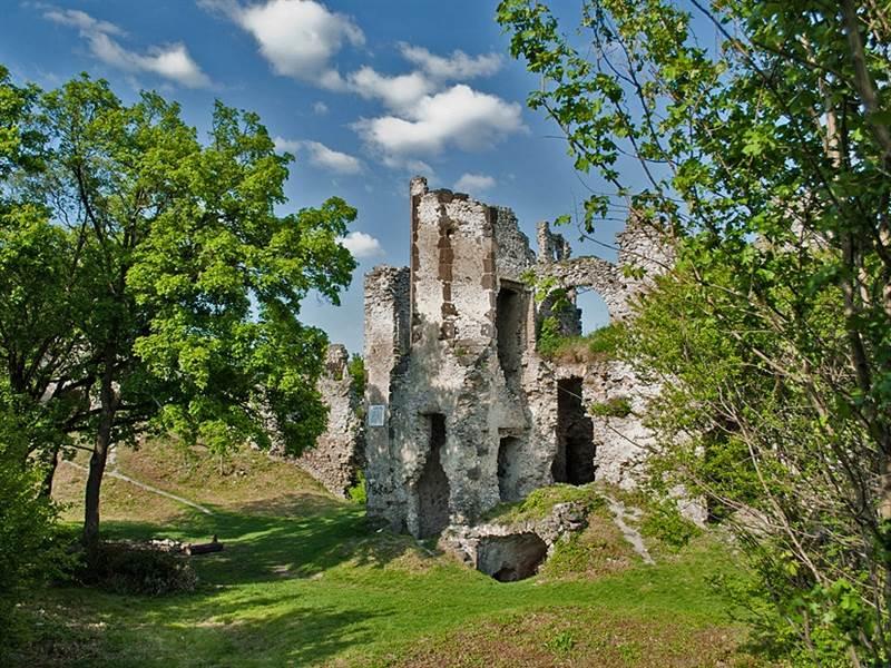 16-viniansky-hrad-patrikcimprich-vypadni