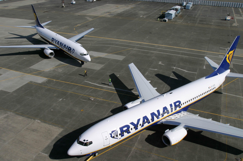 ryanair-aircraft-(10)